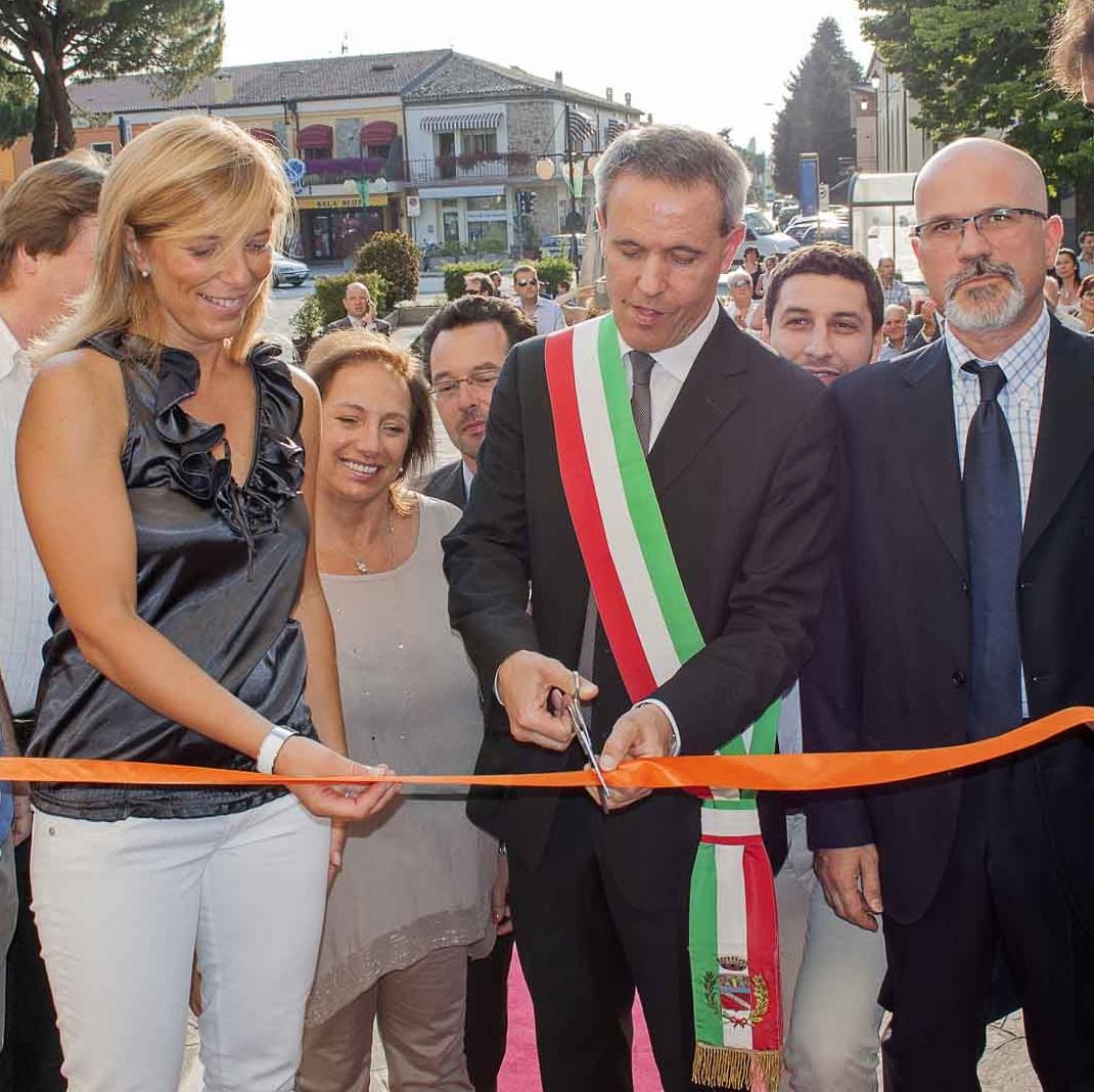 Il Sindaco Giuliano Martini taglia il nastro inaugurale
